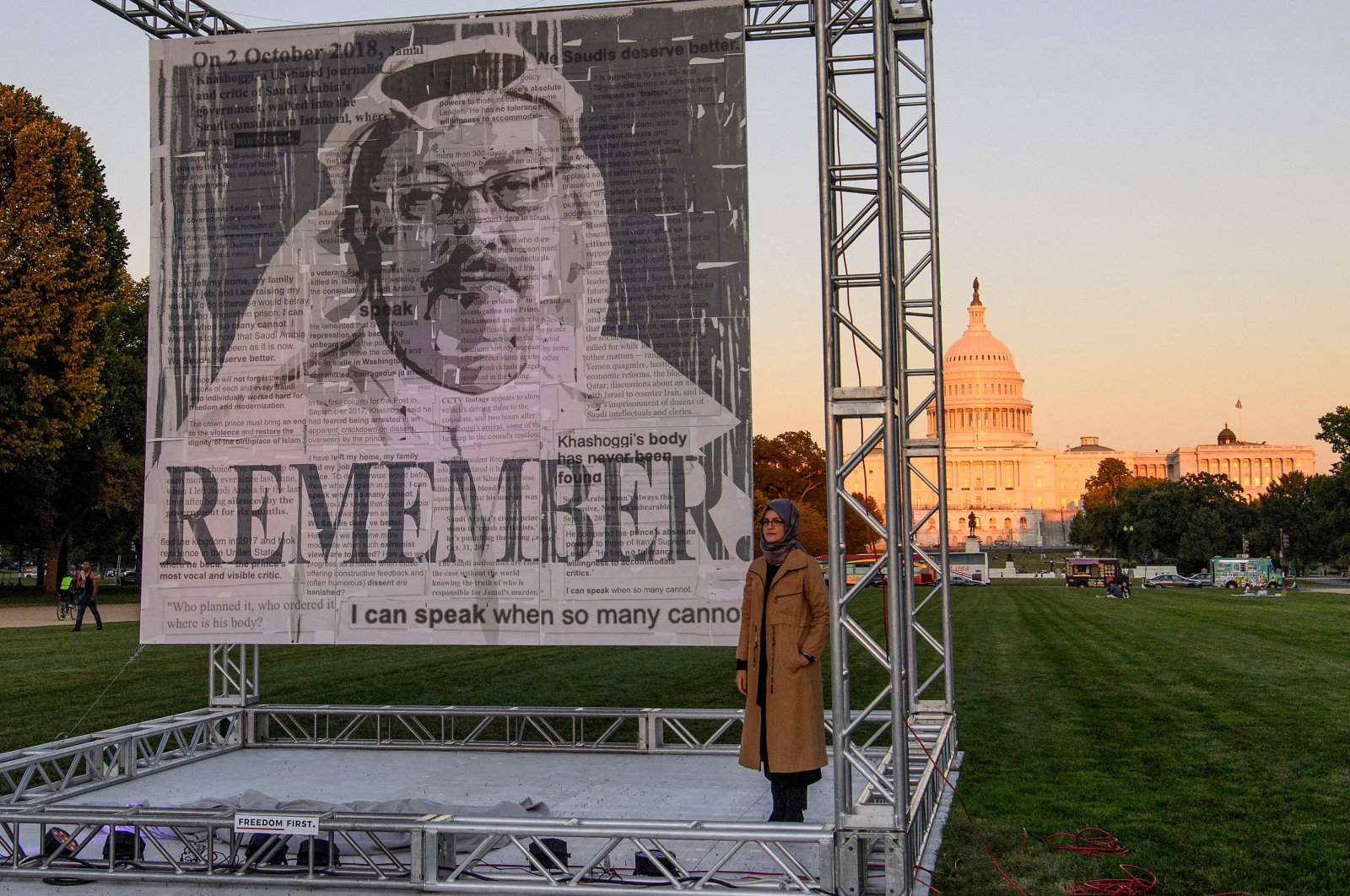 Turkish writer Hatice Cengiz (R), fiancee of Saudi journalist and dissident Jamal Khashoggi, poses next to a portrait of Khashoggi after unveiling it on the National Mall in Washington, D.C., U.S., Oct. 1, 2021, during a memorial ceremony marking the third anniversary of his murder at the Saudi Consulate in Istanbul. (AFP Photo)