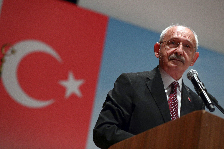 Ana muhalefetteki Cumhuriyet Halk Partisi (CHP) lideri Kemal Kılıçdaroğlu, Türkiye'nin kuzeydoğusunda Rize'de düzenlediği mitingde konuşuyor, 23 Eylül 2021 (AA Fotoğrafı)