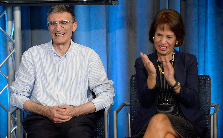 University of North Carolina Chancellor Carol Folt (R) applauds Aziz Sancar during a press conference in Chapel Hill, North Carolina, U.S., Oct. 7, 2015. (Getty Images)