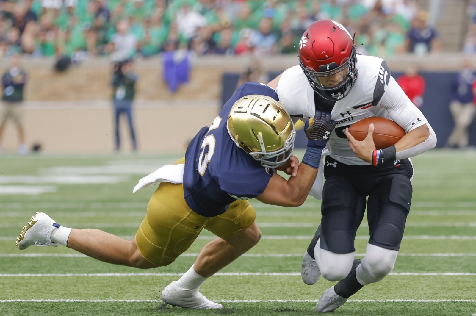 Drew White (40) of the Notre Dame Fighting Irish tries to make the stop on Desmond Ridder (9) of the Cincinnati Bearcats during the second half at Notre Dame Stadium, South Bend, Indiana, U.S., Oct. 2, 2021. (AFP Photo)