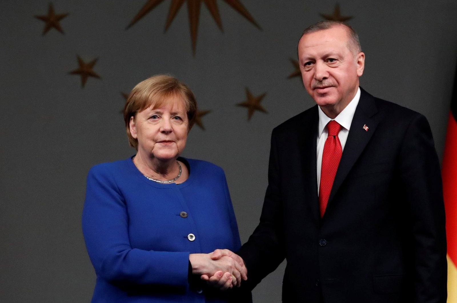 President Recep Tayyip Erdoğan (R) and German Chancellor Angela Merkel shake hands after a joint news conference in Istanbul, Turkey, Jan. 24, 2020. (Reuters Photo)