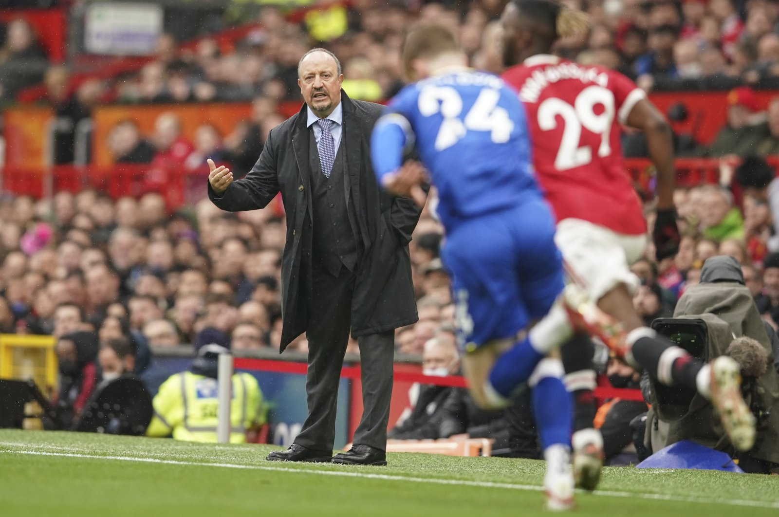 Everton manager Rafael Benitez gives instructions during a Premier League match against Manchester United at Old Trafford, Manchester, England, Oct. 2, 2021. (AP Photo)