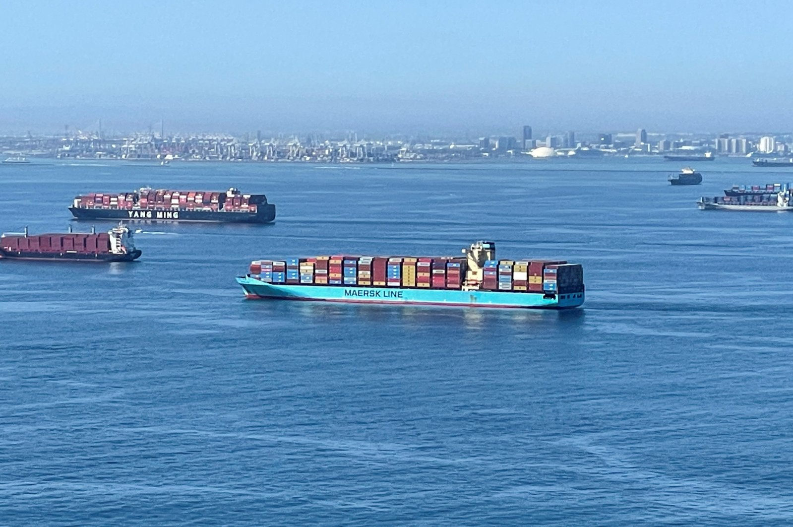 Container ships wait off the coast of the congested ports of Los Angeles and Long Beach in Long Beach, California, U.S., Oct. 1, 2021. (Reuters Photo)
