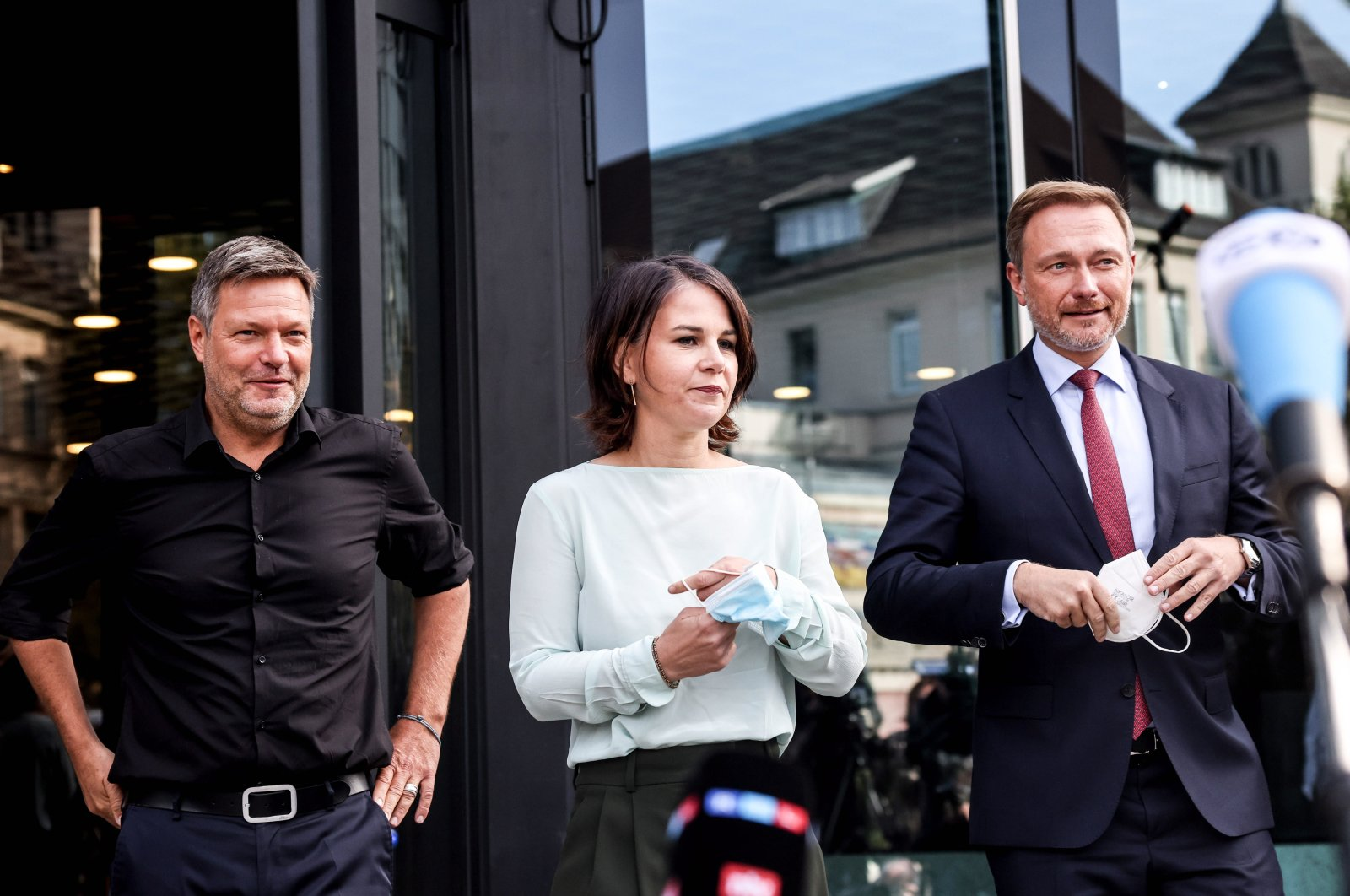 Christian Lindner, lead candidate of the German Free Democrats (FDP) (R), Green party (Die Gruenen) co-chairperson Annalena Baerbock (C) and Green party (Die Gruenen) co-chairperson Robert Habeck are seen after exploratory talks in Berlin, Germany, Oct. 1, 2021. (EPA Photo)