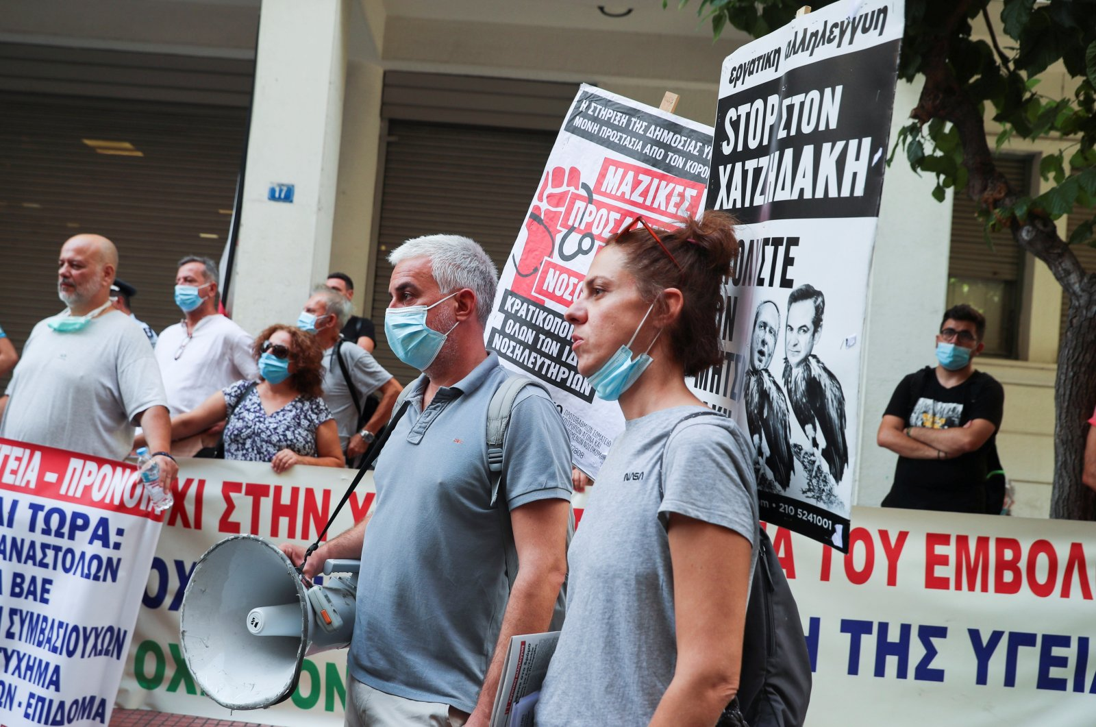 Medical workers take part in a protest over mandatory vaccinations and the indefinite suspension for those working in the health care sector that have not had at least one shot of the vaccine, outside the Health Ministry in Athens, Greece, Sept. 21, 2021. (Reuters Photo)