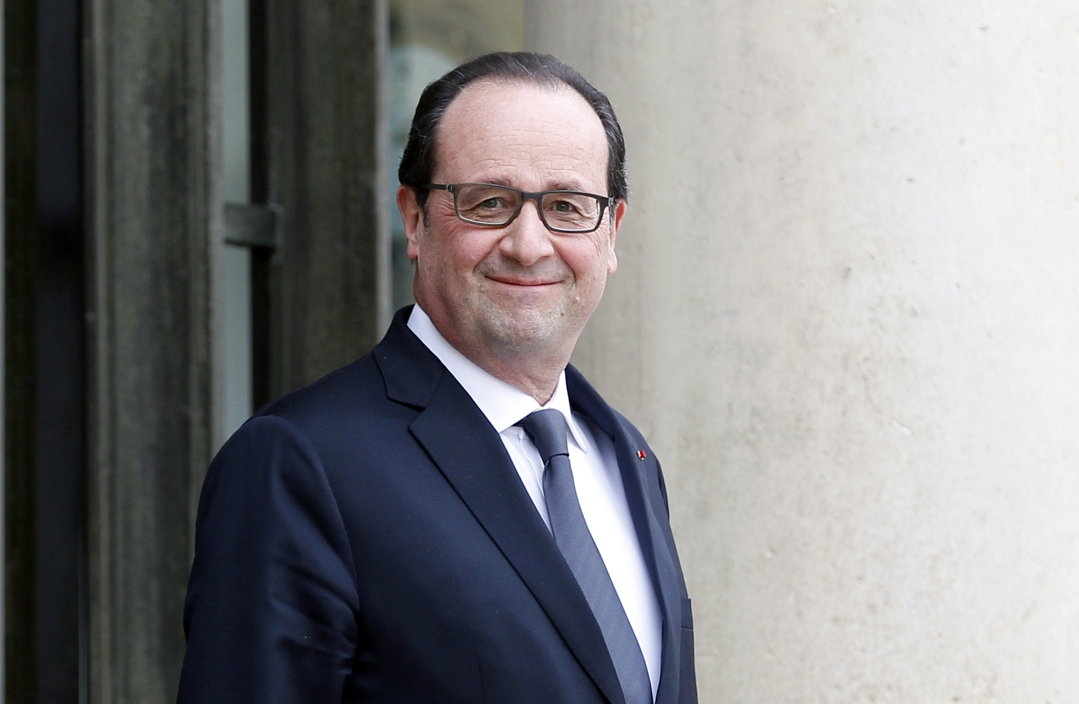 Former French President Francois Hollande waits prior a meeting with Francophonie General-Secretary Michaelle at the Elysee Palace in Paris, France, Feb. 18, 2015.  (Getty Images Photo)