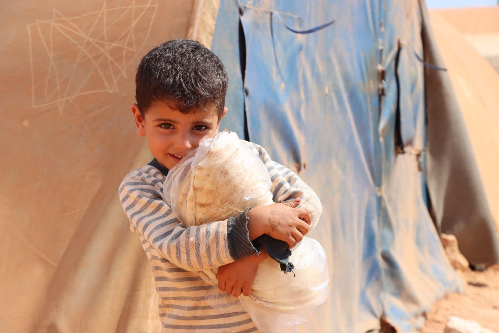 Turkey's Humanitarian Relief Foundation (IHH)  has distributed millions of loaves of bread in Syria's northwest, Oct. 4, 2021 (AA Photo)