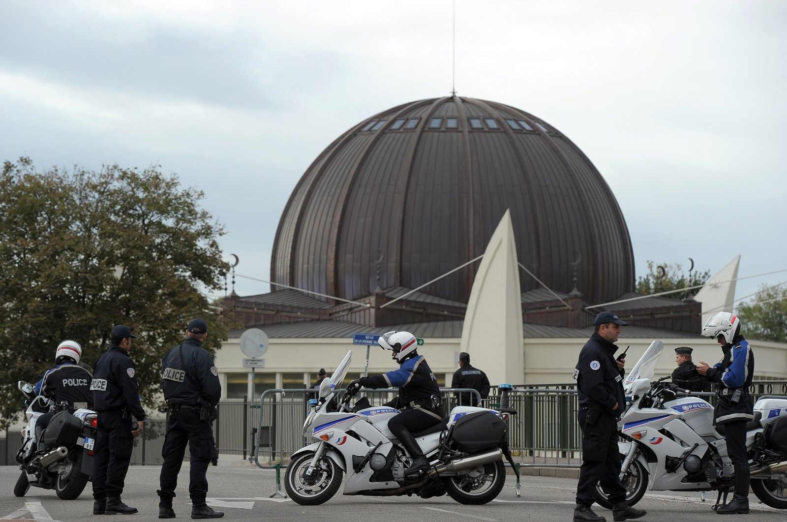 Police officers patrol in front of the Strasbourg Grand Mosque after its inauguration, Strasbourg, France, Sept. 27, 2012. (AFP Photo)