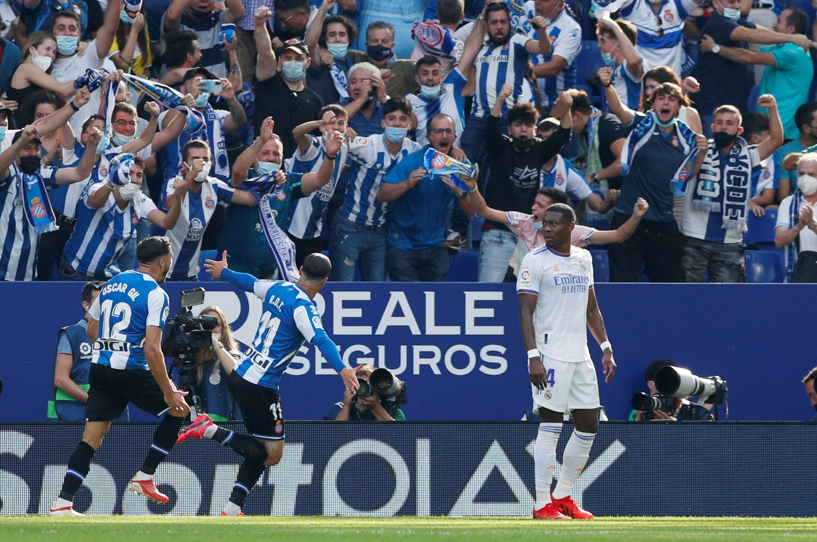Espanyol's Raul de Tomas (C) celebrates a goal duıring a La Liga match against Real Madrid at the Cornella-El Prat stadium in Barcelona, Spain, Oct. 3, 2021. (Reuters Photo)