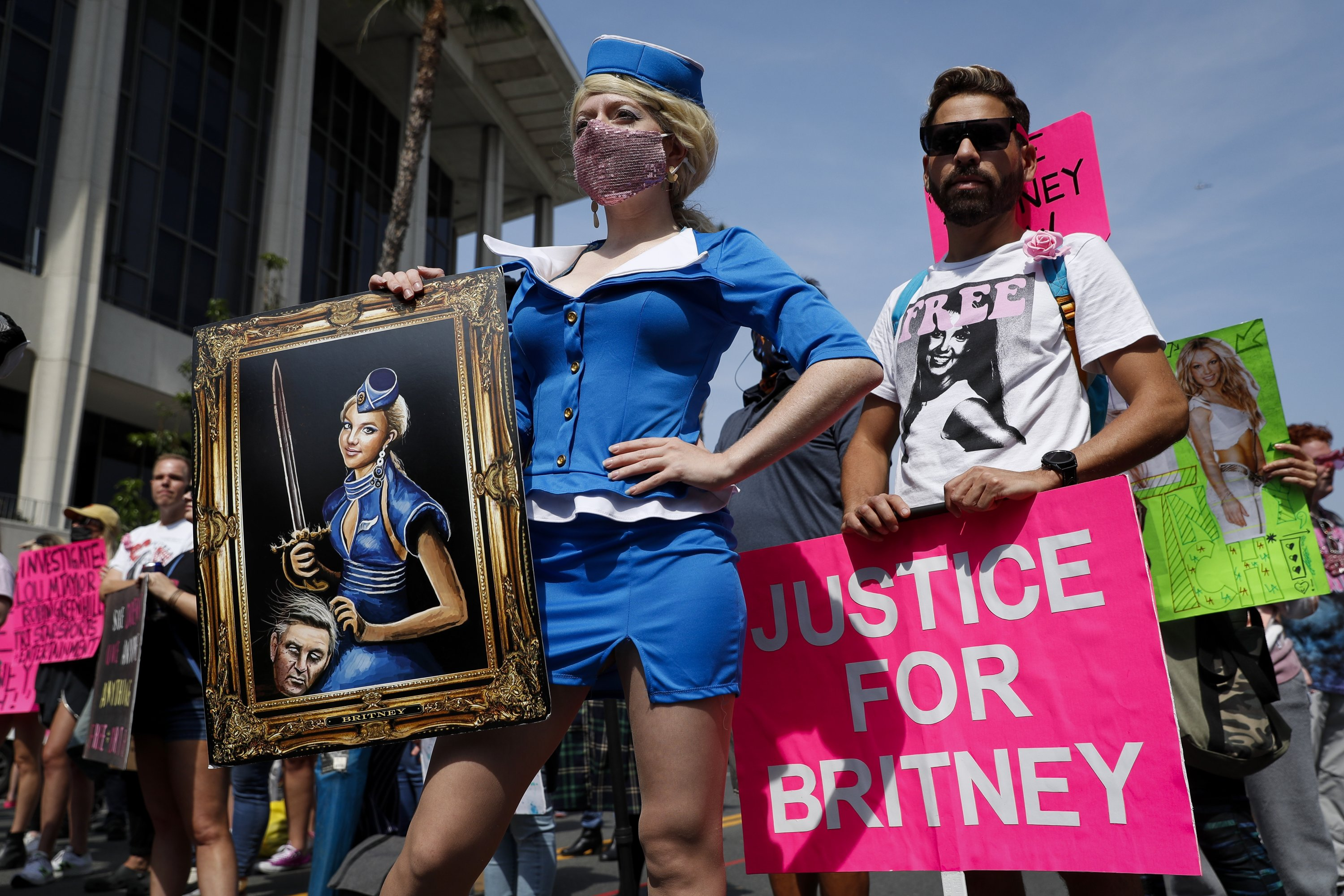 Britney Spears supporters attend a rally outside the Stanley Mosk Courthouse in Los Angeles, California, UsS., Sept. 29, 2021. (EPA Photo)