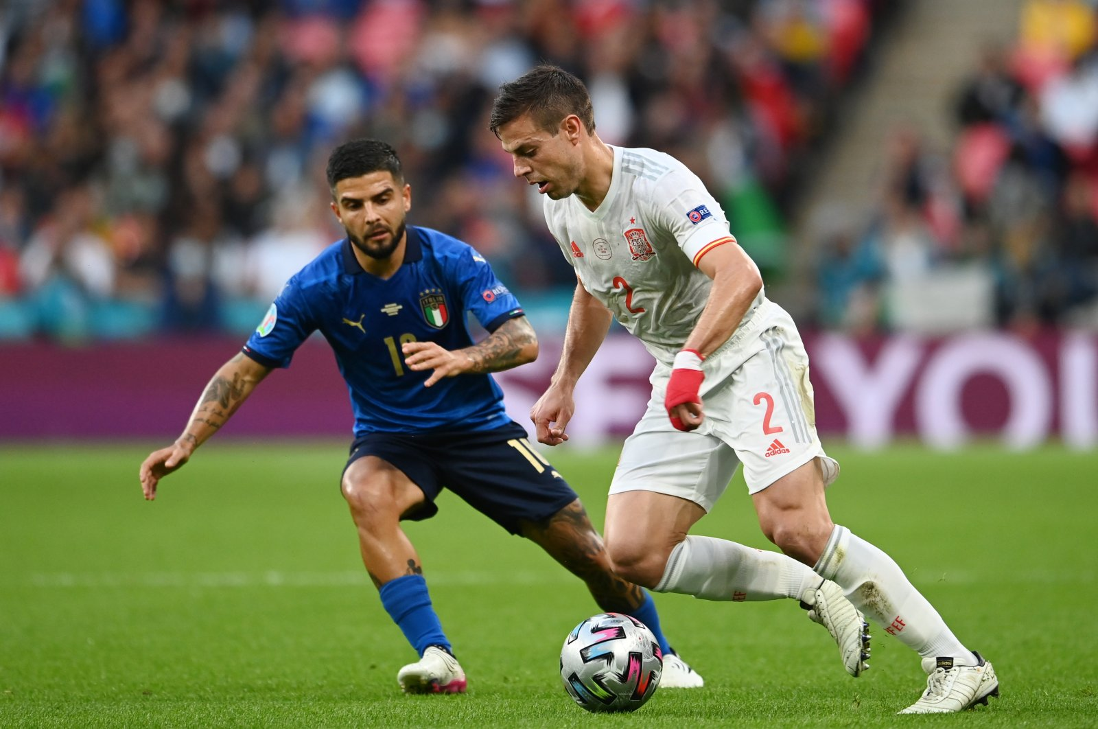 Spain's Cesar Azpilicueta (R) tries to dribble past Italy's Lorenzo Insigne during a Euro 2020 semifinal match at the Wembley Stadium, in London, England, July 6, 2021. (Getty Images)