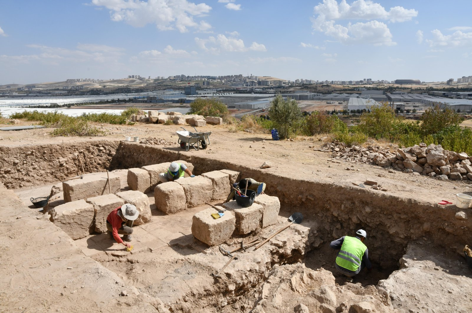 Archaeologists at work in the ancient city of Dülük, Gaziantep, southeastern Turkey, Oct. 4, 2021. (AA Photo)