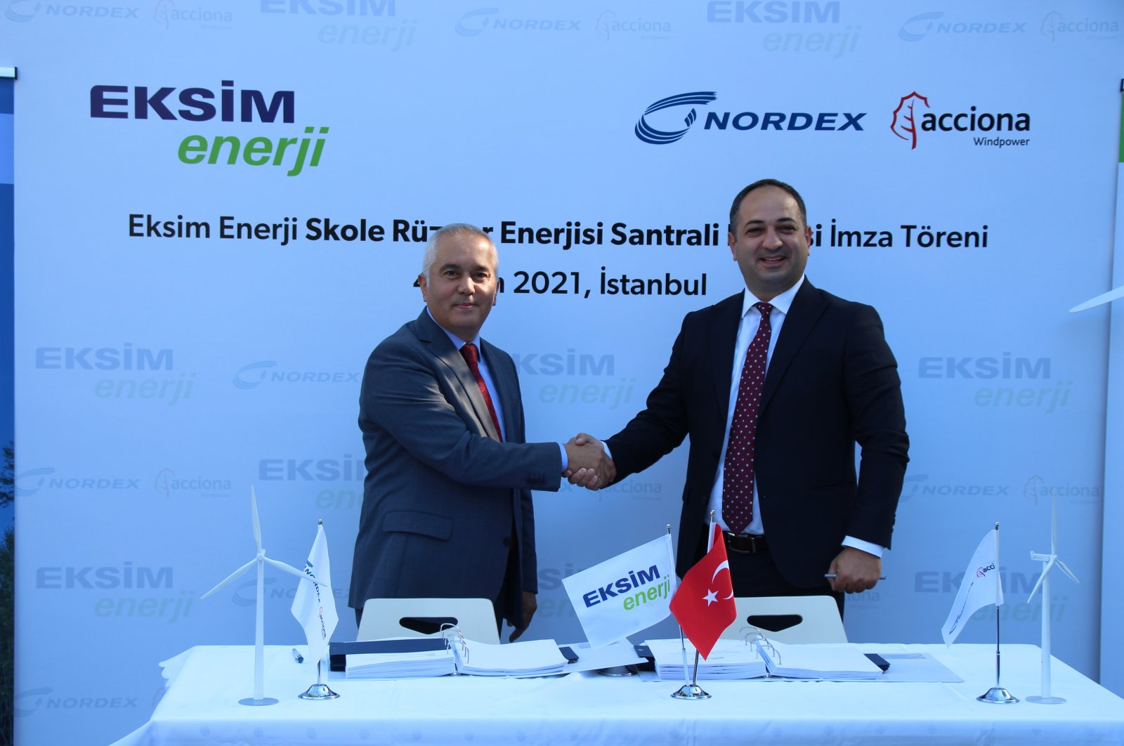 Officials from Eksim and Nordex shake hands during the agreement ceremony, Oct. 5, 2021. (İHA Photo)