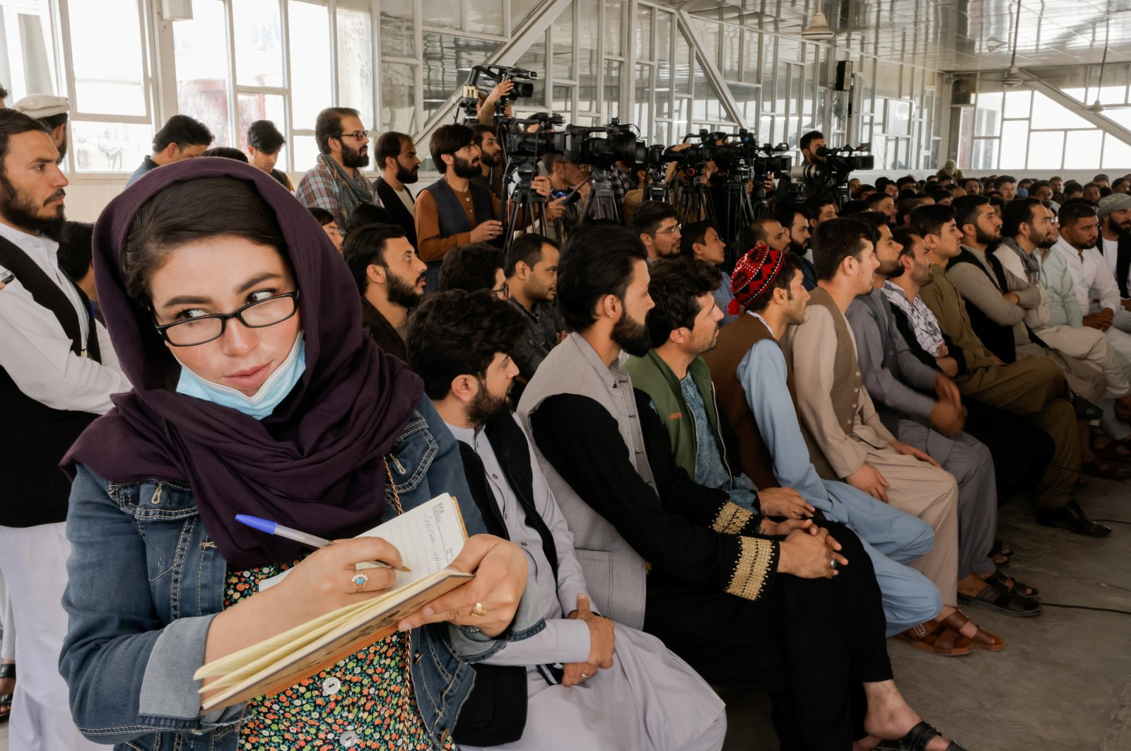 An Afghan female journalist attends a Taliban news conference where they announced they will start issuing passports to Afghan citizens again following months of delays that hampered attempts by those trying to flee the country after the Taliban seized control, in Kabul, Afghanistan, Oct. 5, 2021. (Reuters Photo)
