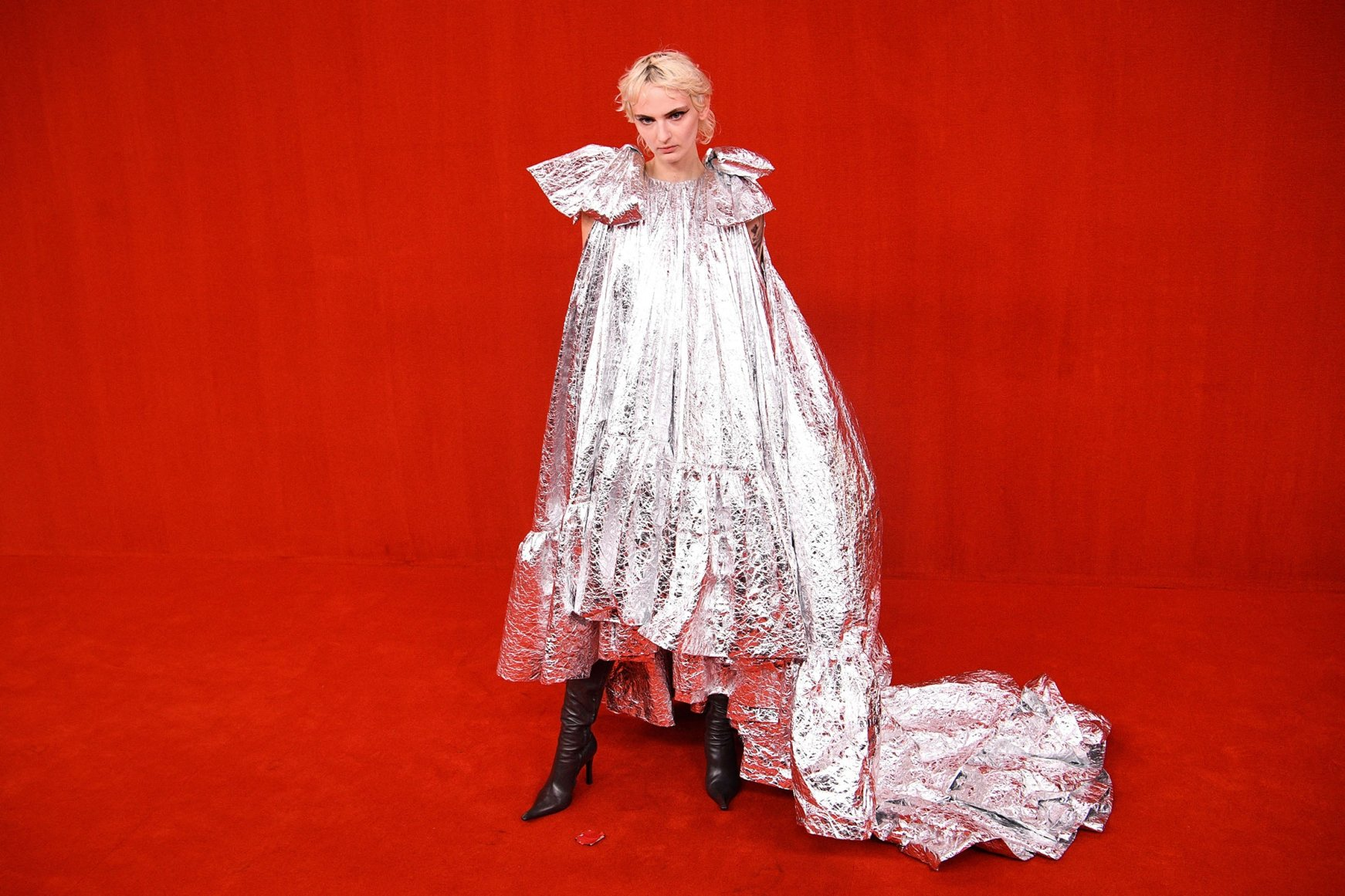 Paris Fashion Week 20 dazzles visitors with glamor   Daily Sabah