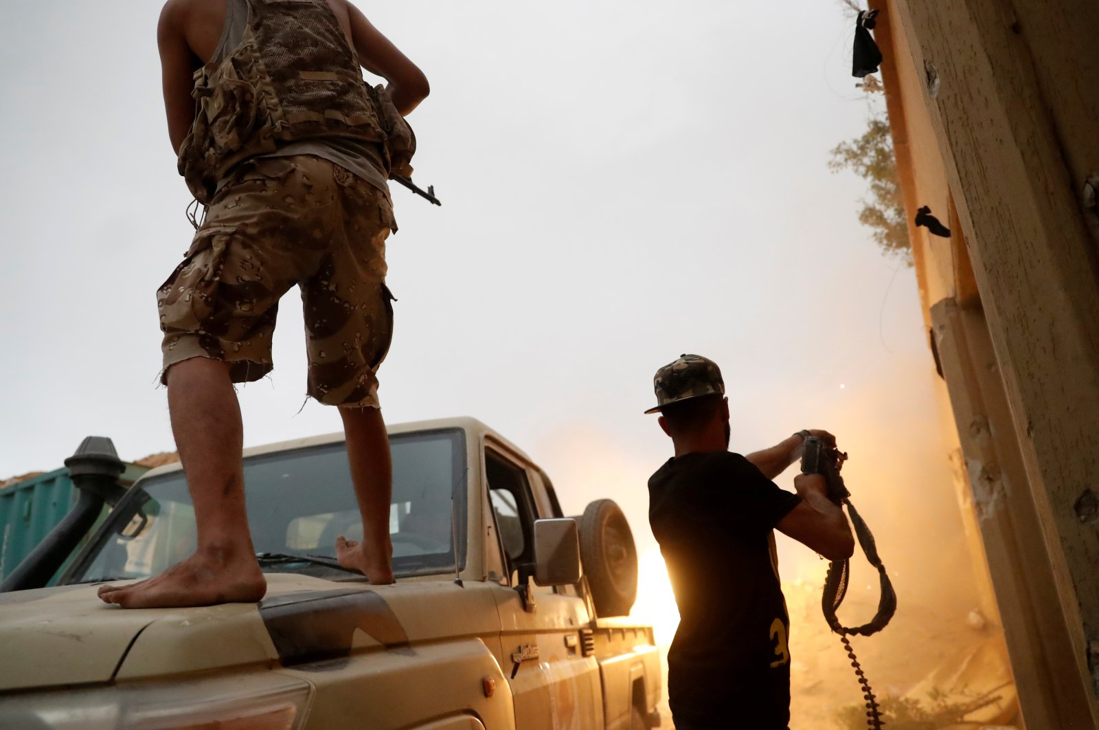 Fighters loyal to Libya's U.N.-backed government (GNA) fire guns during clashes with forces loyal to putschist Gen. Khalifa Haftar on the outskirts of Tripoli, Libya, May 25, 2019. (REUTERS Photo)