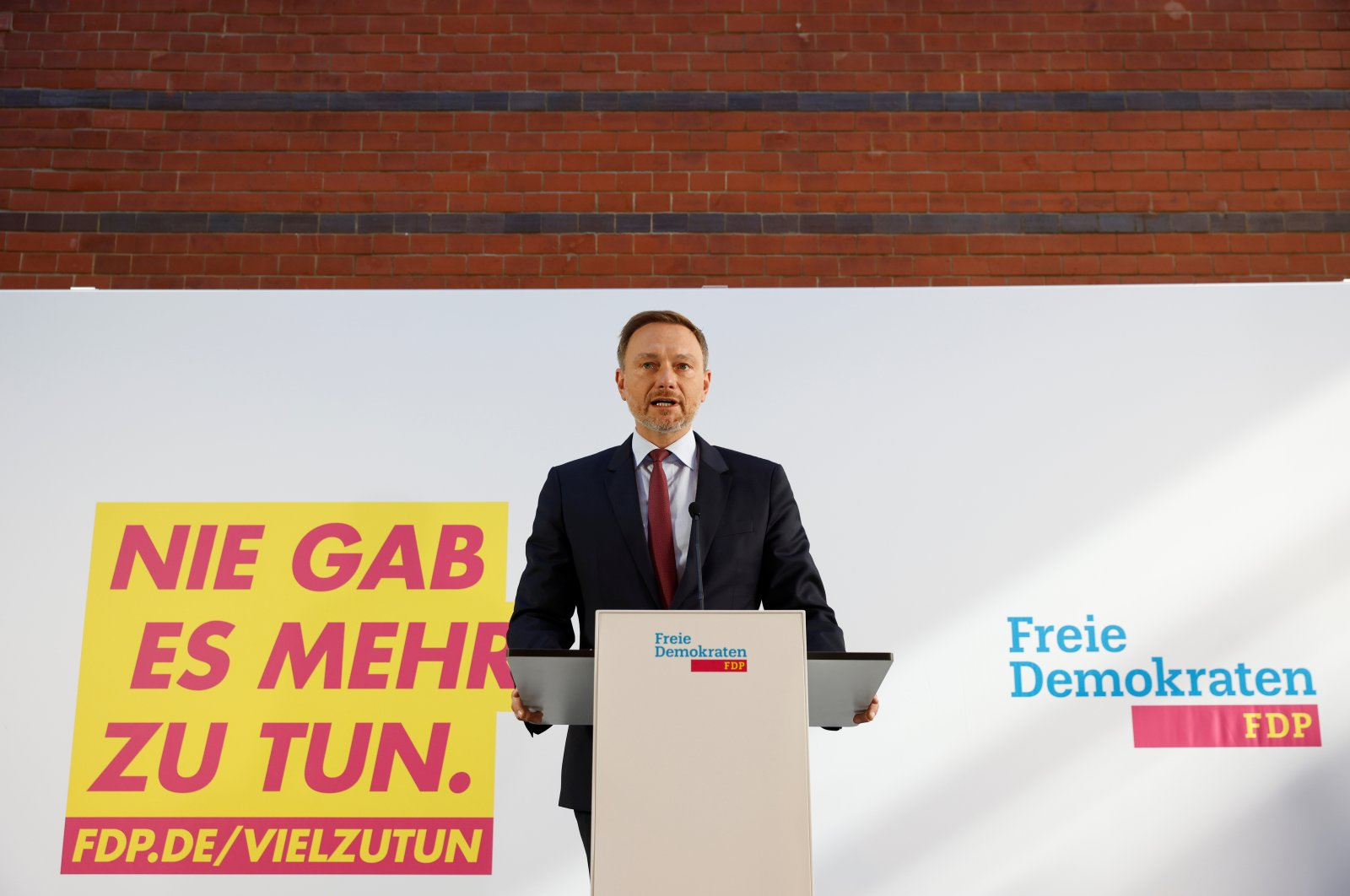 German Free Democratic Party (FDP) party leader Christian Lindner gives a statement after a party leadership meeting in Berlin, Germany, Oct. 6, 2021. (Reuters Photo)