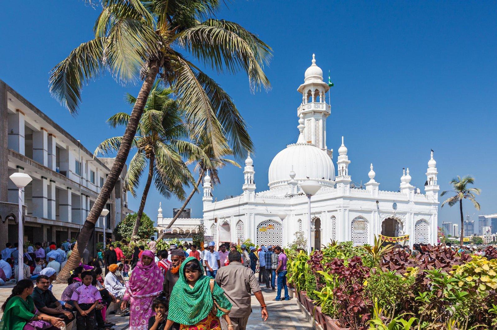 People are seen in front of the Haji Ali Dargah, Feb. 27, 2014, Mumbai, India. (Shutterstock Photo)