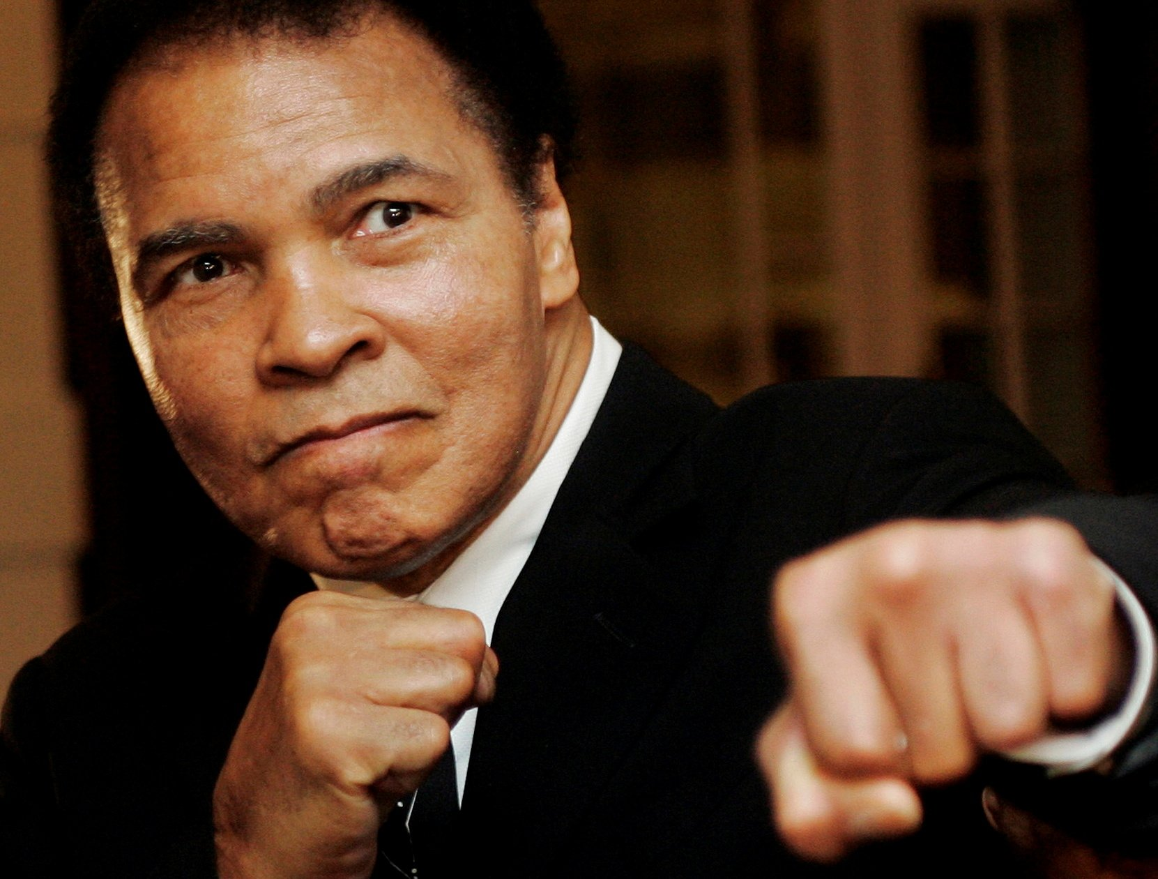 U.S. boxing great Muhammad Ali poses during the Crystal Award ceremony at the World Economic Forum (WEF) in Davos, Switzerland, in this Jan. 28, 2006 photo. (REUTERS Photo)