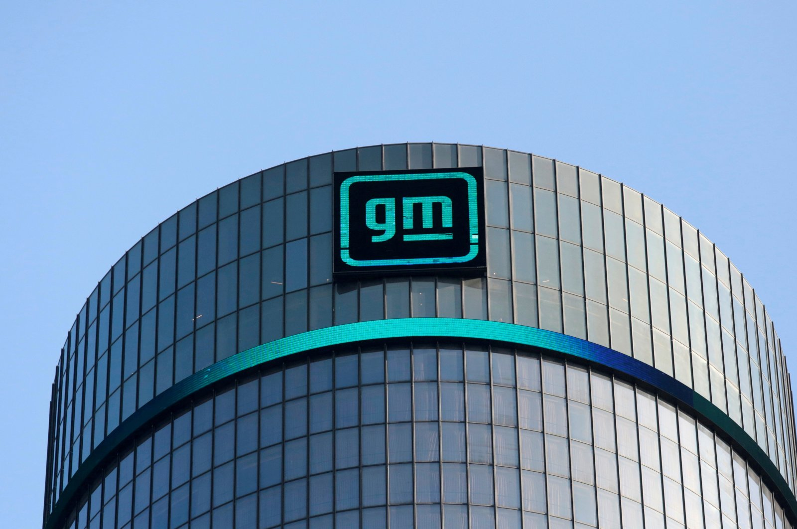The new GM logo is seen on the facade of the General Motors headquarters in Detroit, Michigan, U.S., March 16, 2021. (Reuters Photo)
