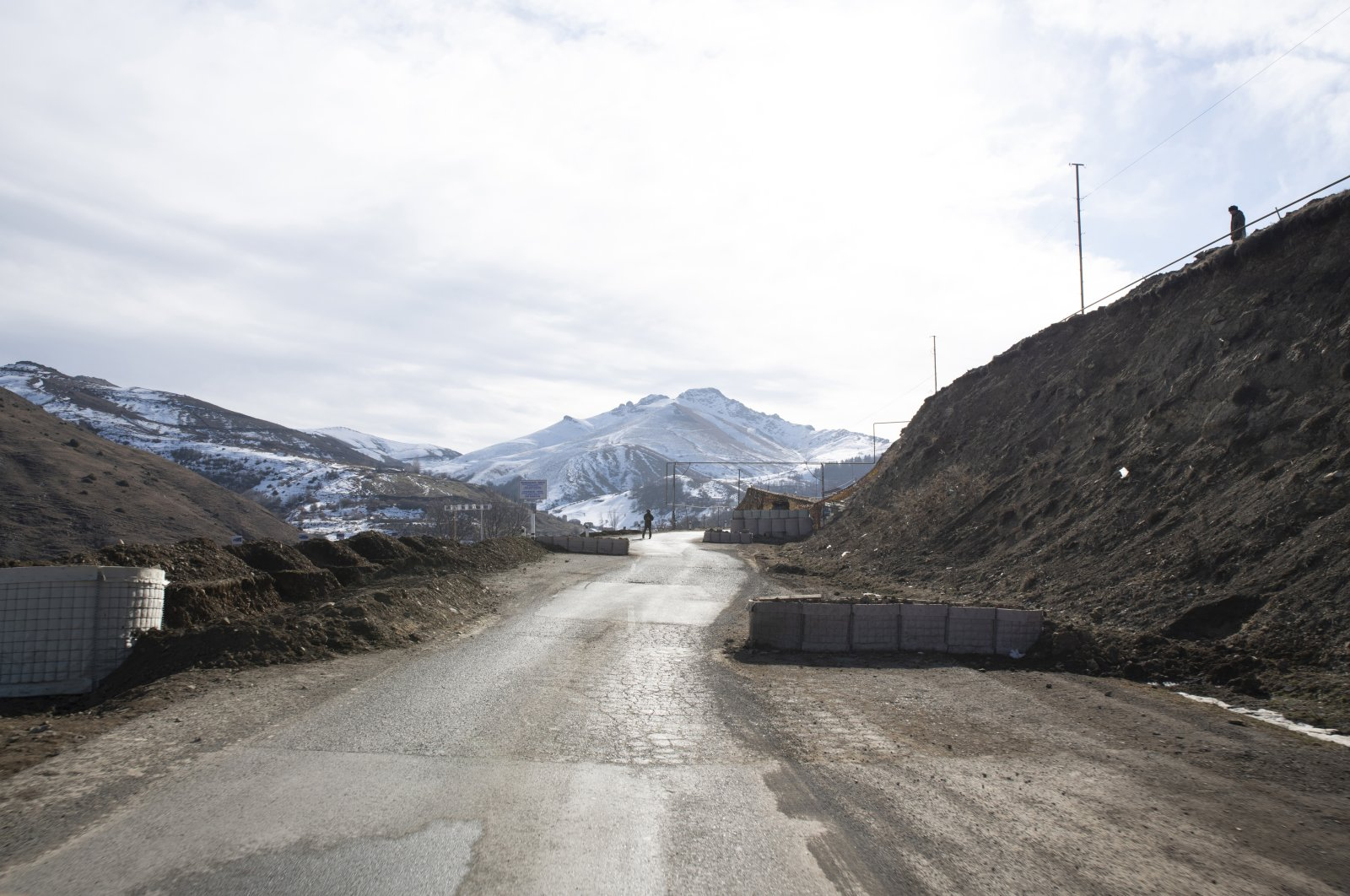 """A roadblock of Russian """"peacemakers"""" on the road to Khankendi, Jan. 14, 2021. (Reuters File Photo)"""