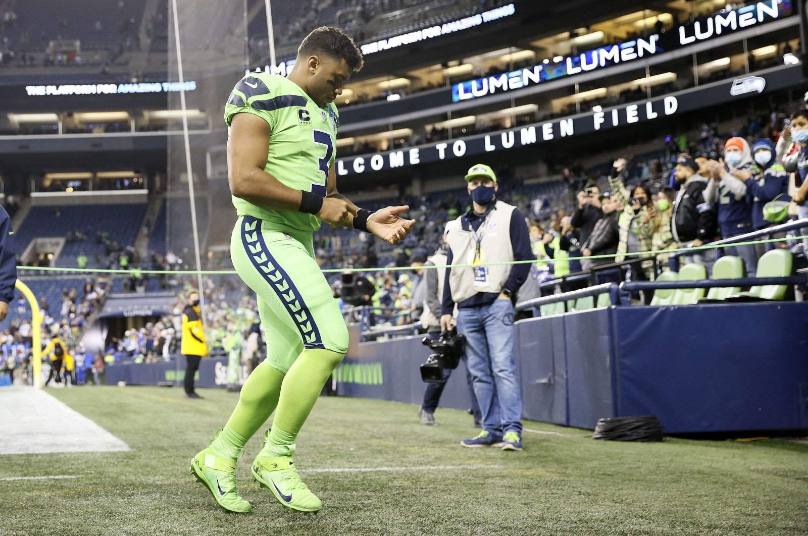 Russell Wilson (3) of the Seattle Seahawks walks off the field after losing to the Los Angeles Rams 26-17 at Lumen Field, Seattle, Washington, U.S., Oct. 7, 2021. (AFP Photo)