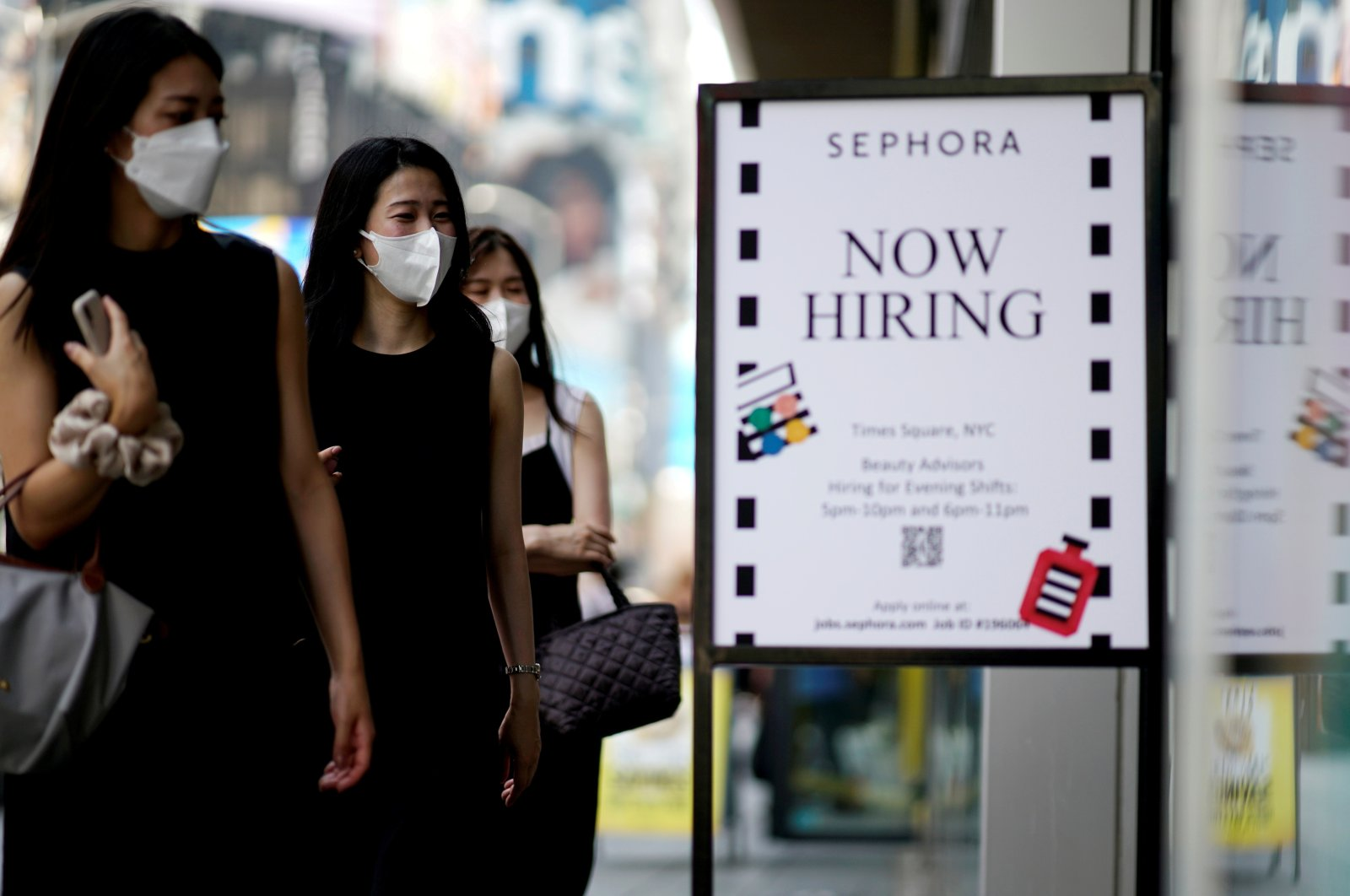 A sign advertising job openings is seen while people walk into a store in New York City, New York, U.S., Aug. 6, 2021. (Reuters Photo)