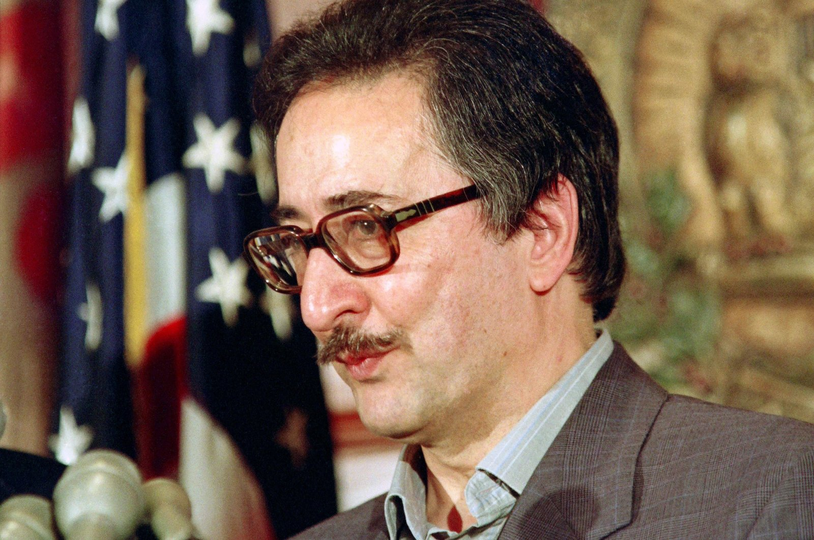 Former President of Iran Abolhassan Banisadr speaks at the National Press Club in Washington, D.C., May 7, 1991. (AFP Photo)