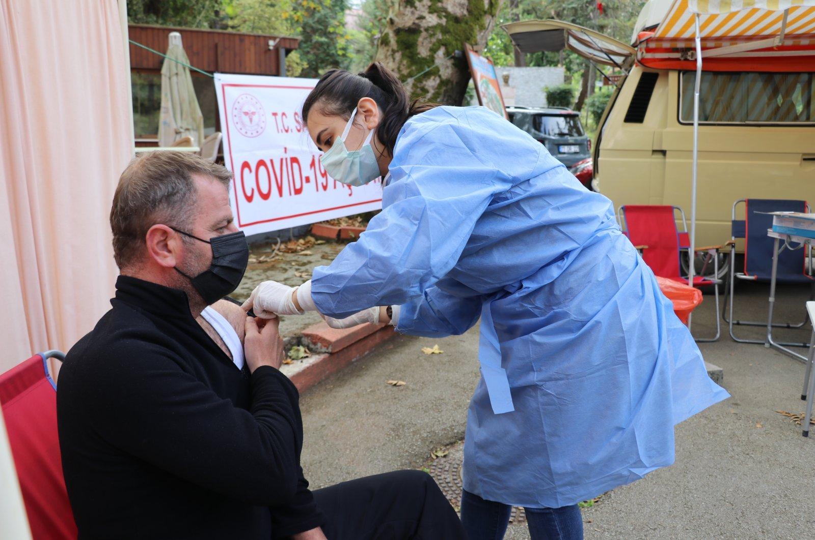 A nurse vaccinates a man against the coronavirus, in Yalova, northwestern Turkey, Oct. 10, 2021. (AA Photo)
