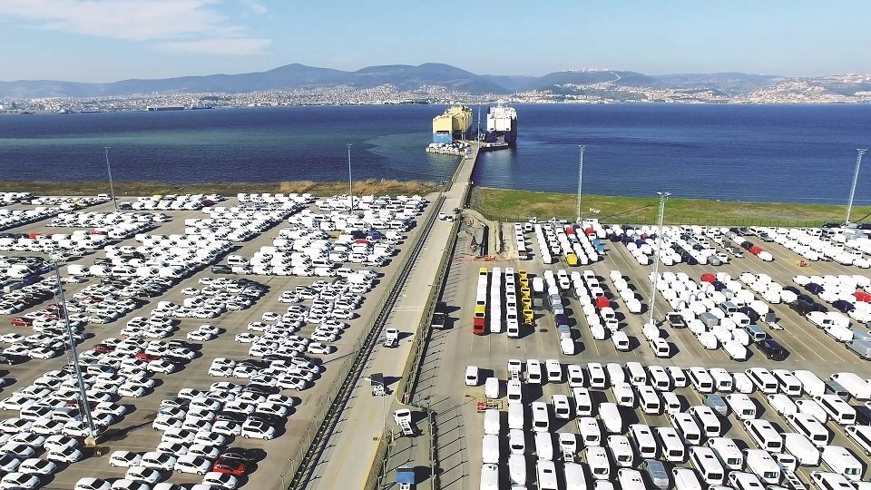 Vehicles line a port at a Turkish auto production center, Bursa province, northwestern Turkey, Oct. 10, 2021. (AA Photo)