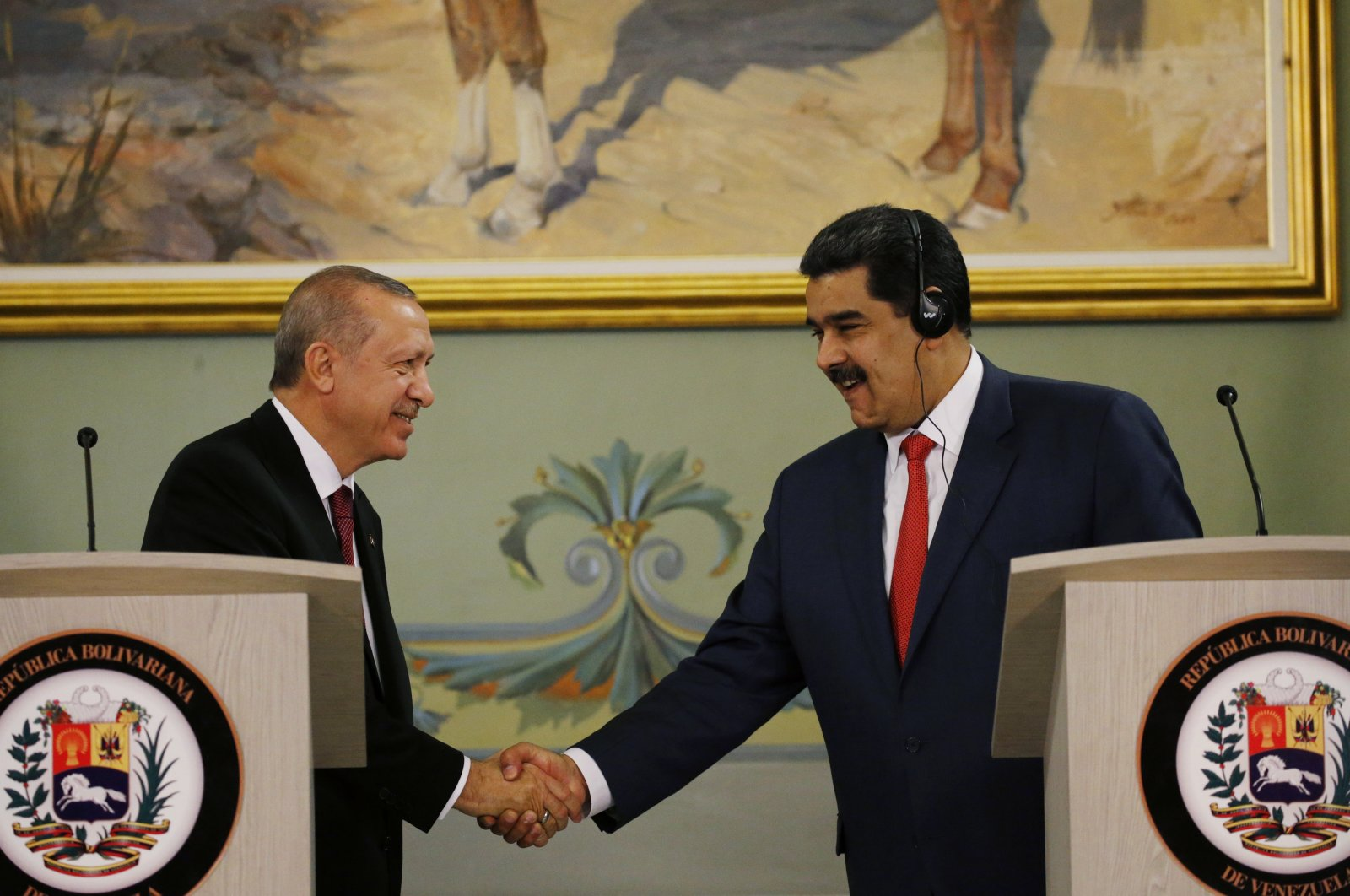 President Recep Tayyip Erdoğan (L) shakes hands with Venezuela's President Nicolas Maduro after a joint press conference at the Miraflores Presidential Palace, Caracas, Venezuela, Dec. 3, 2018. (AP File Photo)