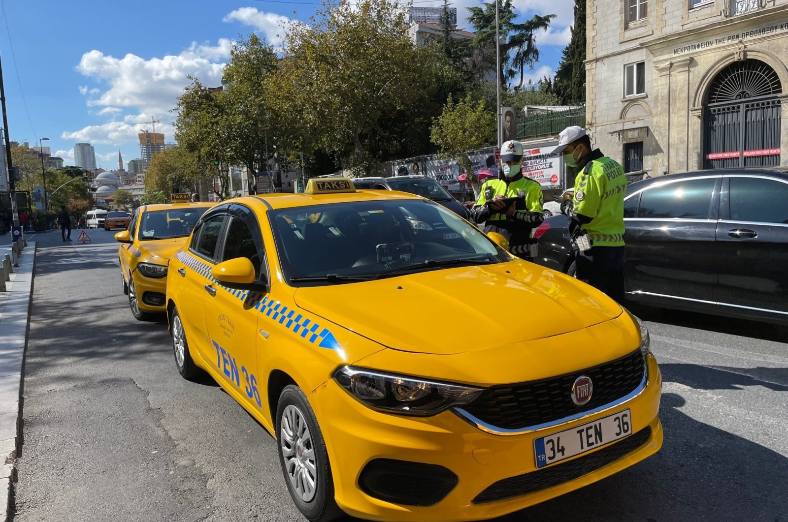 Police officers inspect taxis in Istanbul, Turkey, Oct. 5, 2021. (İHA PHOTO)