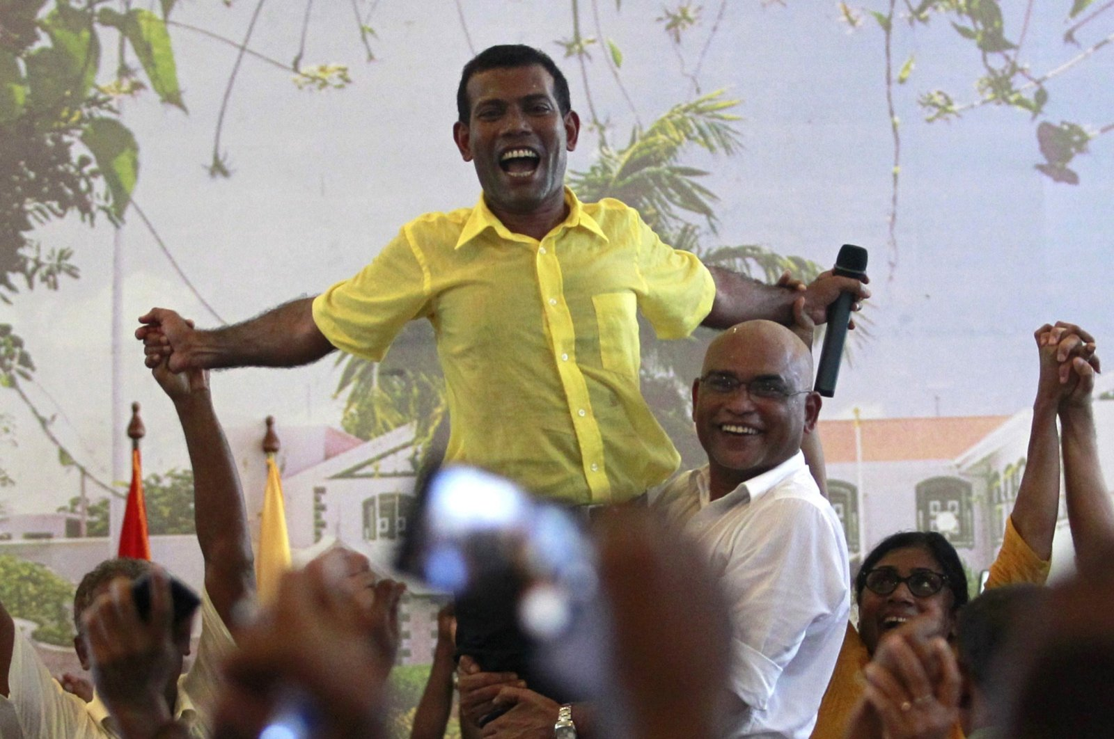 Ousted Maldivian President Mohamed Nasheed is carried by his supporters during the Maldivian Democratic Party's meeting in Male, Feb. 8, 2012.   (REUTERS)