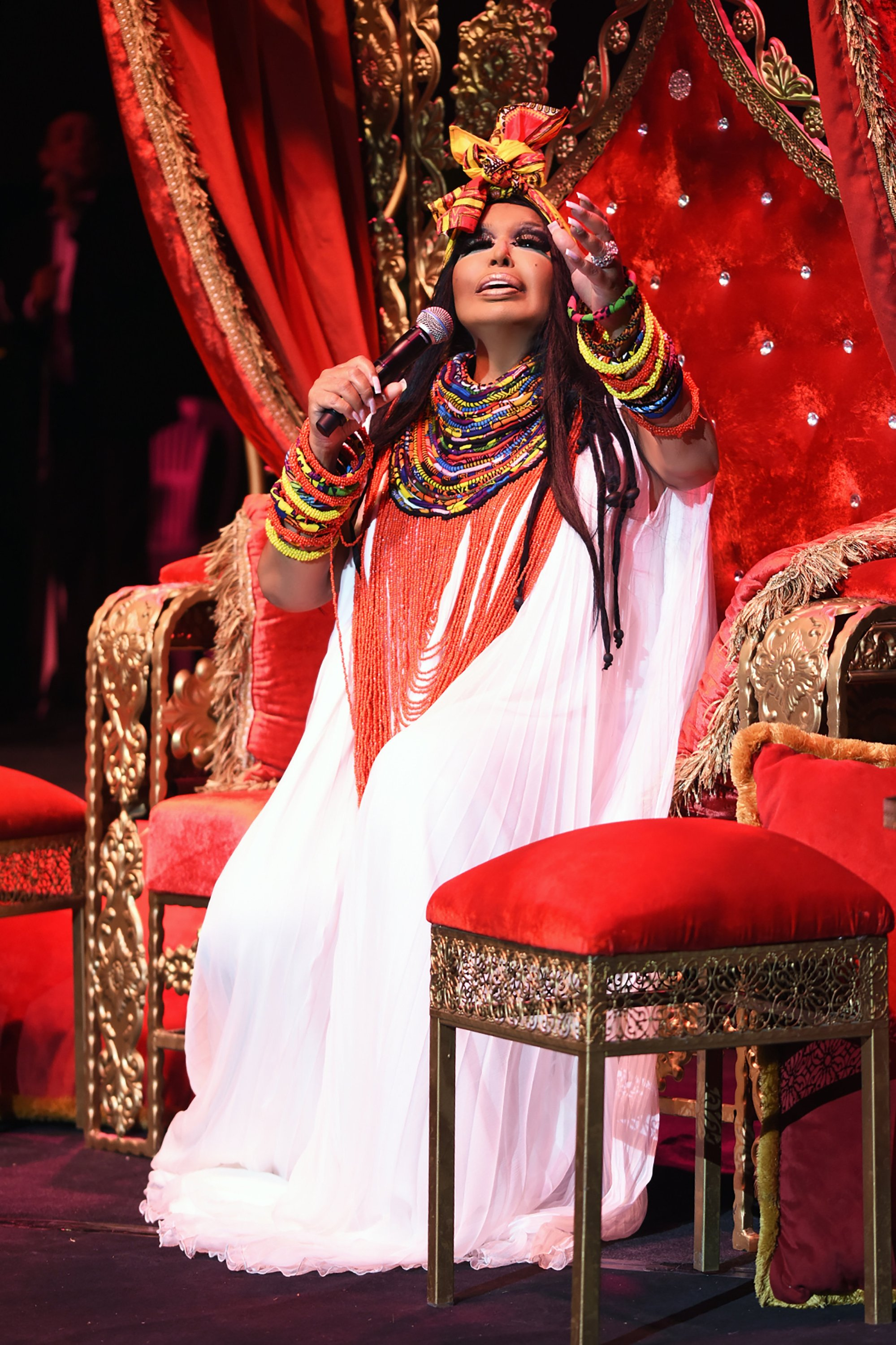 Bülent Ersoy was formally recognized as a woman on her identification and allowed to perform on stage after the change of the law banning transgender artists in 1989. (Archive Photo)