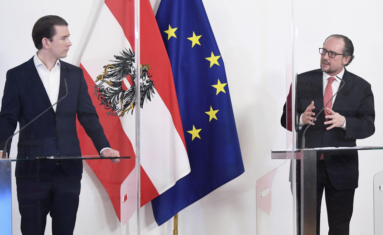 İstifa eden Kurz (solda) ve eski Dışişleri Bakanı, yeni Şansölye (sağda) Alexander Schallenberg. AFP, 2021.