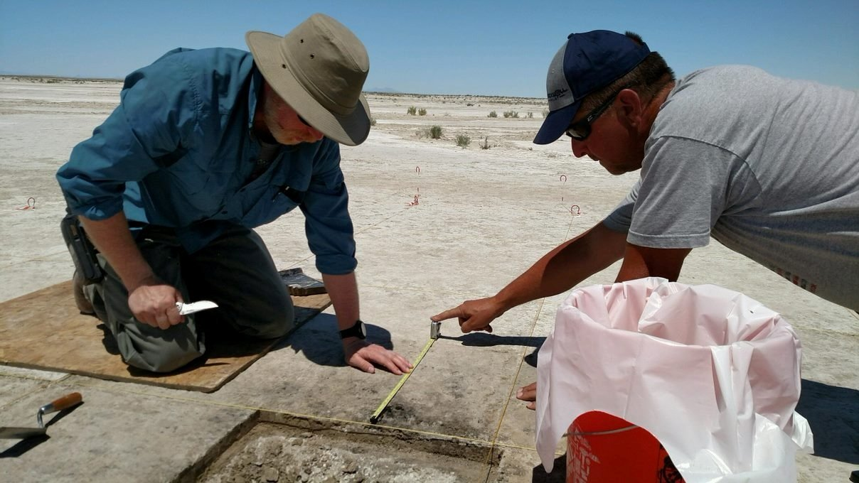 Archaeologist Daron Duke (L) and colleague Michael Shane work on an ancient 12,300-year-old hearth at the Wishbone site in Great Salt Lake Desert in northern Utah, U.S. (Reuters Photo)
