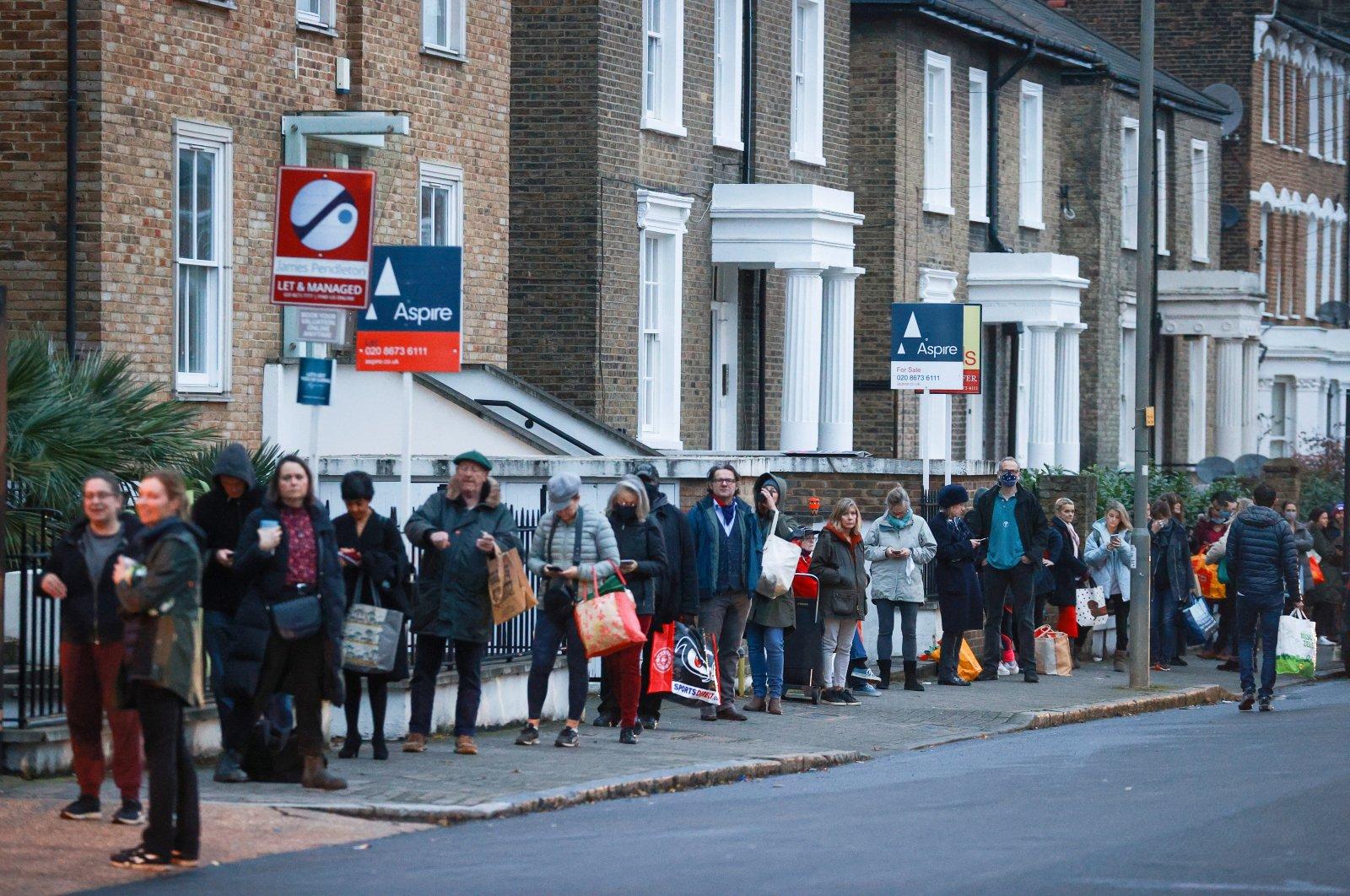 People queue outside Waitrose supermarket amid the COVID-19 outbreak, Balham, London, Britain, Dec. 22, 2020. (Reuters Photo)