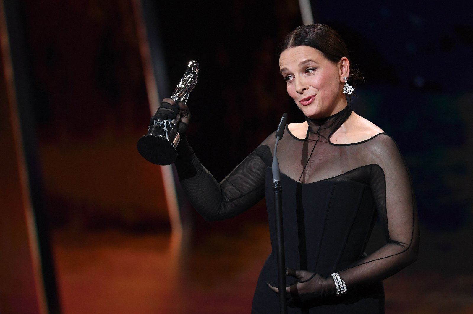 Oscar-winning French actress Juliette Binoche accepts the European Achievement in World Cinema award during the European Film Festival awards ceremony in Berlin, Germany, Dec. 7, 2019. (AFP Photo)