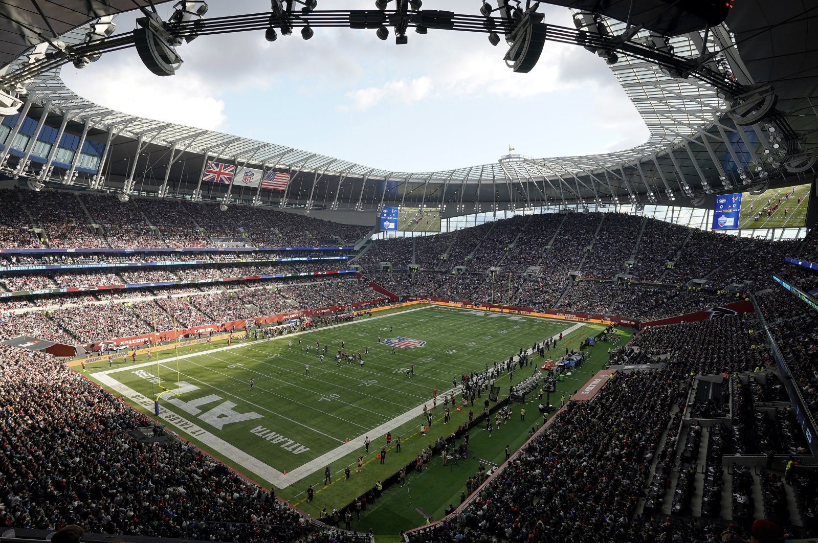 The New York Jets take on the Atlanta Falcons during an NFL football game at Tottenham Hotspur Stadium in London, Britain, Oct. 10, 2021. (AP Photo)
