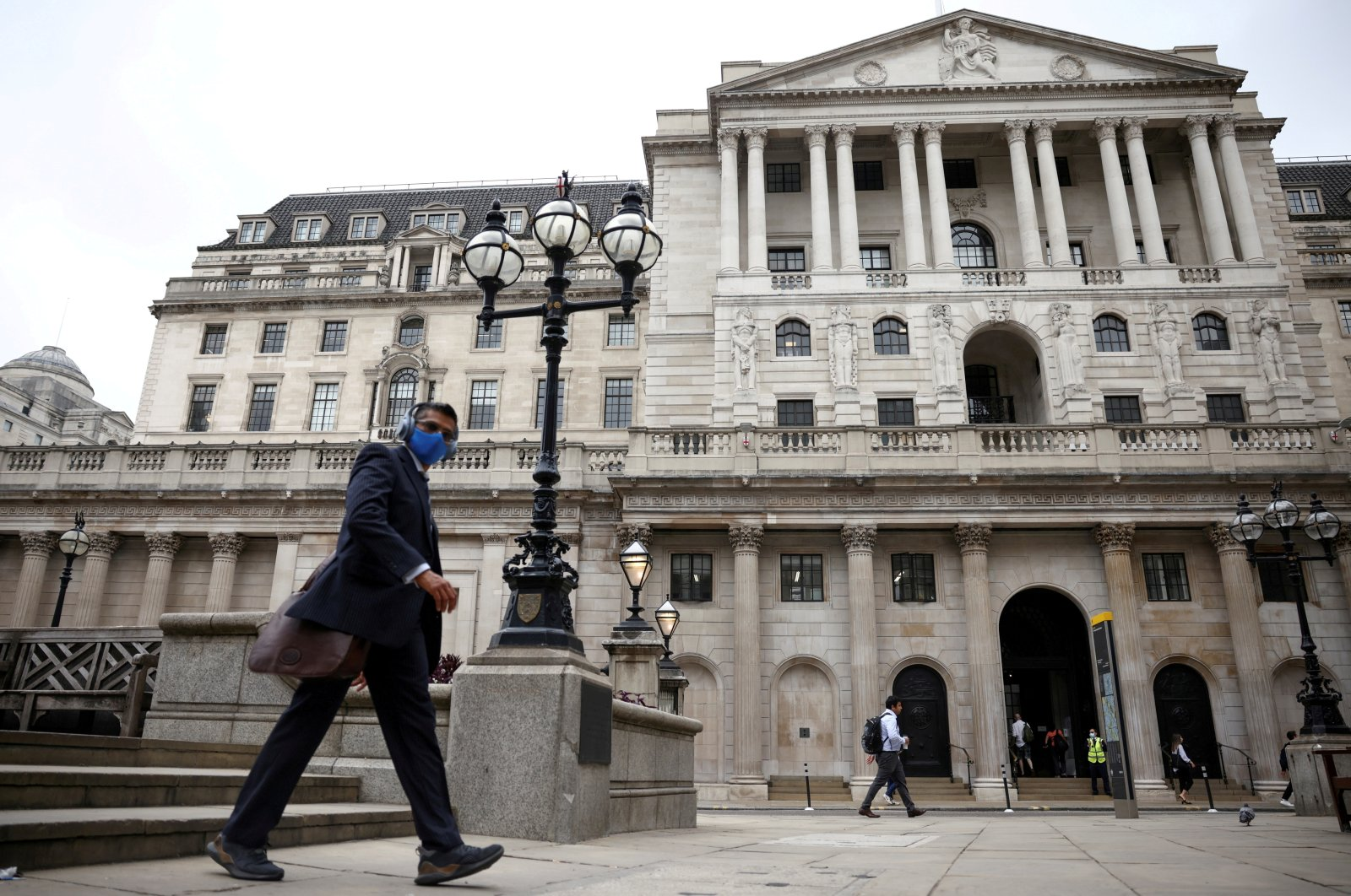 A person walks past the Bank of England in the City of London financial district, in London, Britain, June 11, 2021. (REUTERS/Henry Nicholls/File Photo)