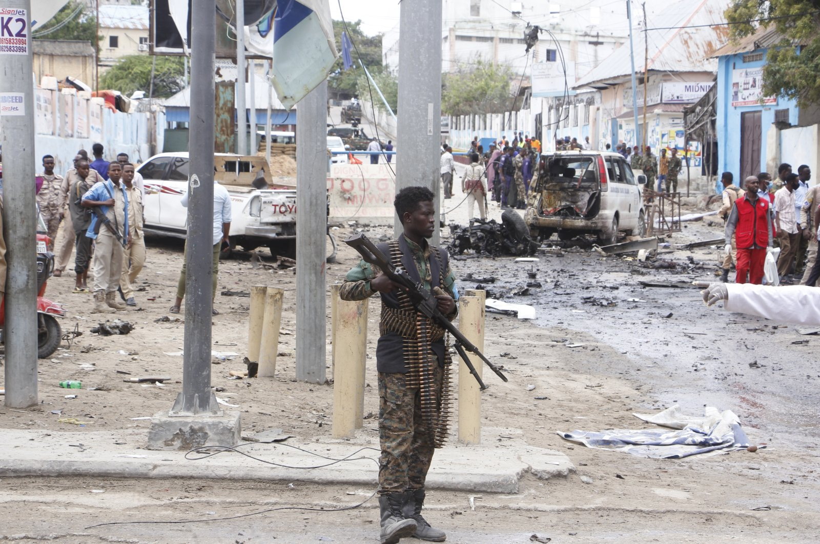 A Somali soldier secures the area after a car bomb attack at a Presidential Palace checkpoint in Mogadishu, Somalia, Sept. 25, 2021. (AP File Photo)