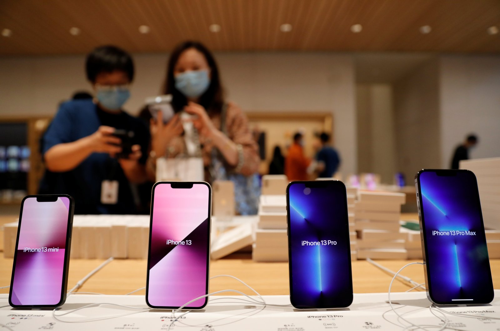 Apple iPhone 13 are pictured at an Apple Store on the day the new Apple iPhone 13 series goes on sale, in Beijing, China, Sept. 24, 2021. (Reuters Photo)