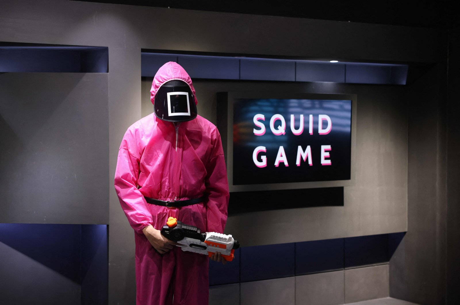 """Participants take part in an event where they play the games of Netflix smash hit """"Squid Game"""" at the Korean Cultural Centre in Abu Dhabi, on Oct. 12, 2021.  (AFP Photo)"""