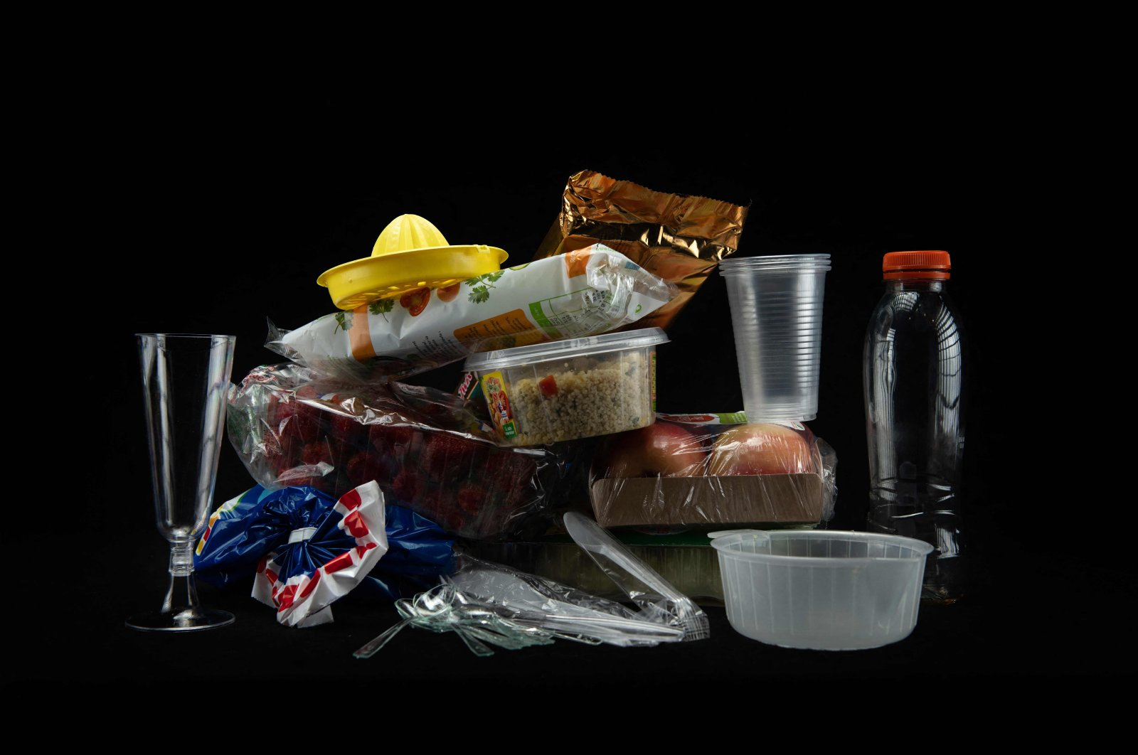 Plastic containers, cutlery and plastic-wrapped food packaging in a studio in Paris, France, Aug. 12, 2018 (AFP File Photo)