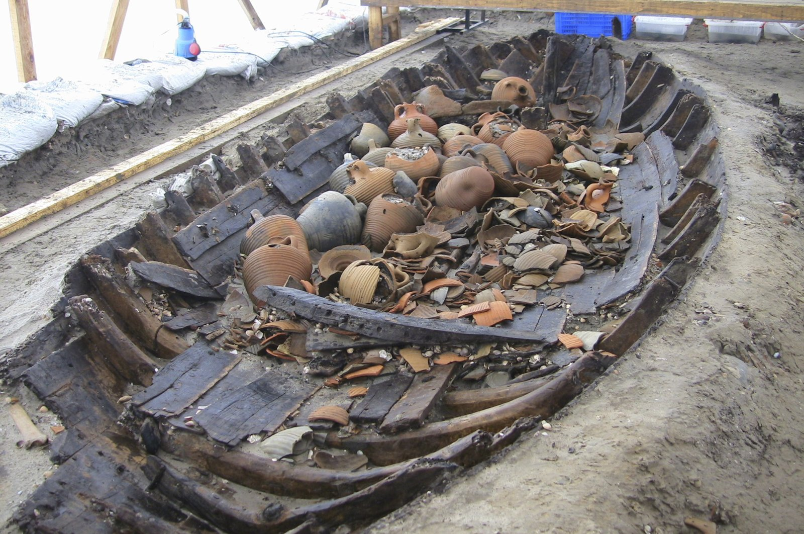Remains of a ship and potteries found in Yenikapı, Istanbul, Turkey. (AA Photo)