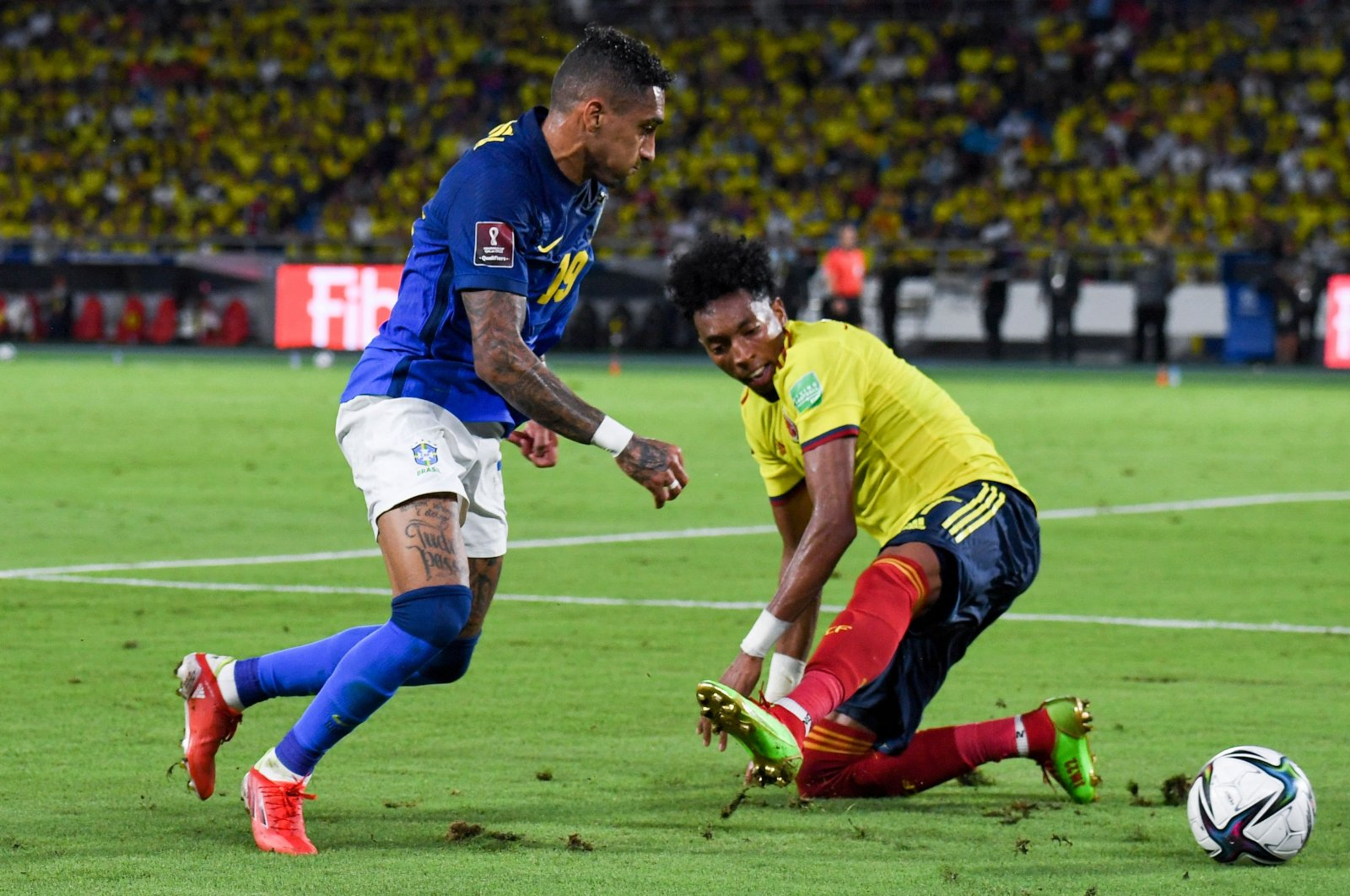 Brazil's Raphinha (L) vies for the ball during the South American qualification football match for the FIFA 2022 World Cup at the Metropolitano stadium in Barranquilla, Colombia, Oct. 10, 2021. (AFP Photo)