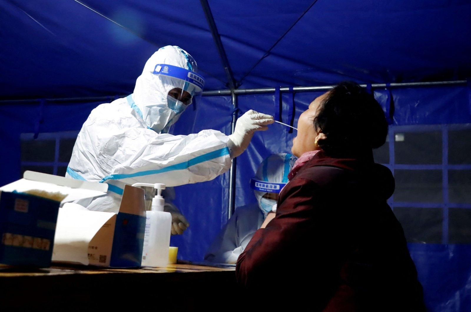 """""""Notfallmodus"""" – China warnt vor einer Verschlimmerung des Covid-Ausbruchs in den kommenden Tagen"""